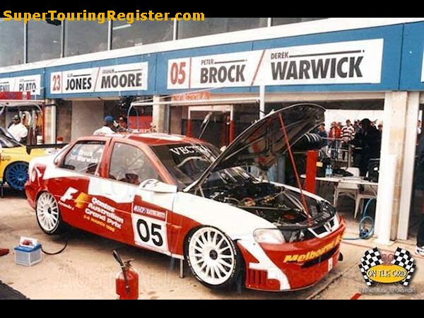 Peter Brock / Derek Warwick in the pits